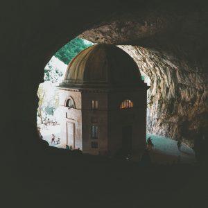 grottedifrasassi-tempiodivaledier