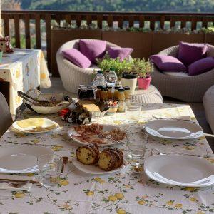 dettaglio colazioni in terrazza